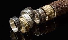 Bezděková tvoří prsteny s otisky reproduktorů a rzi