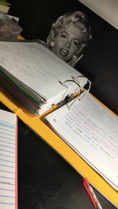 High School Organization, Study Organization, Work Motivation, School Motivation, Book Study, Study Notes, School Bag Essentials, Study Space, Study Hard