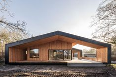 Summer House / CEBRA Completed in 2017 in Vejle, Denmark. Images by Mikkel Frost. Being satisfied tenants in The Iceberg, an award-winning housing project in Aarhus, DK, the owners of the summer house addressed CEBRA. They wanted. Modern Courtyard, Courtyard House Plans, Barn House Plans, Vejle, Double House, Hillside House, House Roof, Prefab Homes, Scandinavian Home