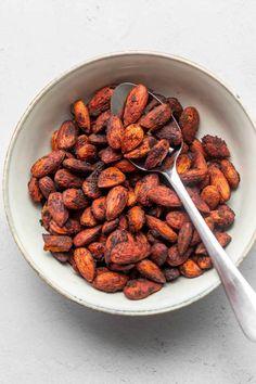 Spicy Almonds, Roasted Almonds, Raw Almonds, Easy Snacks, Keto Snacks, Cream Cheese Keto Recipes, Keto Chili Recipe, Chili Spices, Keto Side Dishes