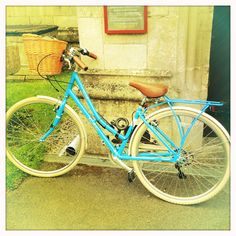 Thanks to Mrs Biddle's Bits and Bobbins for this bike pic... i want this bike