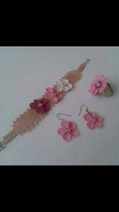 This Pin was discovered by Emi Needle Lace, Lace Making, Eminem, Needlepoint, Crochet Necklace, Beads, Model, How To Make, Handmade