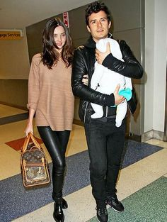 Find images and videos about miranda kerr, orlando bloom and flynn on We Heart It - the app to get lost in what you love. Miranda Kerr Orlando Bloom, Miranda Kerr Outfits, Miranda Kerr Street Style, Celebrity Moms, Celebrity Style, Best Tote Bags, Travel Chic, Beautiful Handbags, Leather Leggings