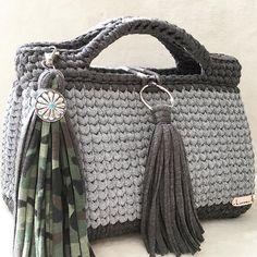 ・ 次回販売のお知らせ ・ こちらも次回販売予定のボストントートバッグです 今回はタッセルにコンチョを使ってみました✨人気のカモフラと合わせてお作りしてあります ・ こちらの販売も後程決まりましたらお知らせ致しますので、ご希望の方はご検討宜しくお願い致します(❁´◡`❁) ・ ・ #逗子 #hoookedzpagetti #ハワイアン #鎌倉 #hoooked zpagetti#ズパゲッティ #夏 #湘南 #海 #ハンドメイド #手作り #夏休み #親子 #ハワイアン #フラダンス #バッグ #編み物 #コンチョ #ショルダーバッグ #ロンハーマン #ママコーデ#フリンジバッグ#カモフラ#オリジナルオーダー#かわいい#monopop #フックドゥズパゲティ #フックドゥ