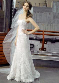Elegante vestido de novia con encaje - Foto Henry Roth, Polkadot Bride.