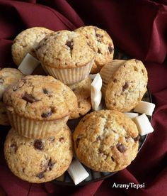 Egyszerű tejcsokis muffin Muffins, Deserts, Food And Drink, Cupcakes, Cookies, Breakfast, Recipes, Drinks, Cooking