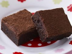 Going gluten-free shouldn't have to mean giving up all your favourite treats. These gluten-free chocolate fudge brownies are dense, chocolatey and immensely satisfying.