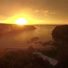 """✨✨ Spectacular Careyes sunset video  by @paraisocareyes - the simply gorgeous """"Careyes"""" daily reminder of just how magical and wonderful this world  really is! #mexicomagico #costacareyes #elcareyes #pacificparadise ✨✨#Repost @paraisocareyes ... What does Paradise feel like? We're pretty sure it feels like this.. ✨ #beach #mexico #travel #travelphotography #travelblogger #sunset #sunsetbeach #pho #nature #life #ocean #beautiful #beautifuldestinations"""