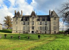 <div>Beautiful restored Château with private grounds, outbuildings, stables and pool, near Niort.</div>