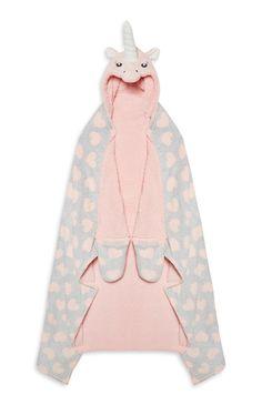 This unicorn blanket looks sooooooooooooooooooooo comfy *.* (from Primark)