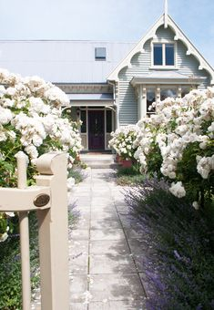 Christchurch, New Zealand Planning a farm garden A cottage garden should be well planned: from the a Exterior Colors, Exterior Paint, Stucco Exterior, Exterior Cladding, Farm Gardens, Outdoor Gardens, Small Gardens, Garden Cottage, Home And Garden