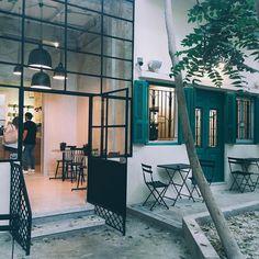 to chill.  Tucked away in a little garden..a chill little hangout @kaleicoffee.co  #kaleicoffeeco #kaleicoffee #beirut #hangout #lppcityguidetobeirut #townske #cntraveler #explore #details #cityguidebeirut #coffee #hangout #welltraveled #travel #beirutguide