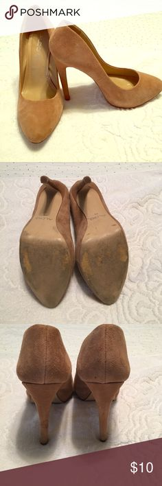 """Beige Suede 5"""" Aldo pumps 👠! 5"""" heel with 1"""" platform. Super cute and stable. A few marks here and there and price reflects so. Aldo Shoes Heels"""