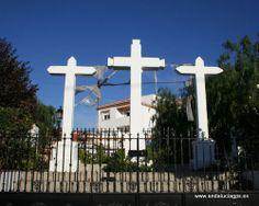 """#Granada - Las Gabias - Híjar - 37º 8' 57"""" -3º 40' 39"""" / Híjar es un núcleo urbano del municipio de Las Gabias, que ronda actualmente los 3700 habitantes. Se encuentra situado a 1,5 Km, al noroeste del núcleo urbano de Gabia Grande. Su centro neurálgico son las tres cruces levantadas en la Avenida San Miguel, que son su símbolo más identificativo."""