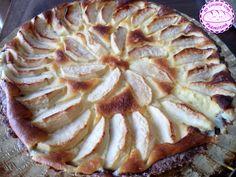 Crostata al cacao, mele e crema al mascarpone.