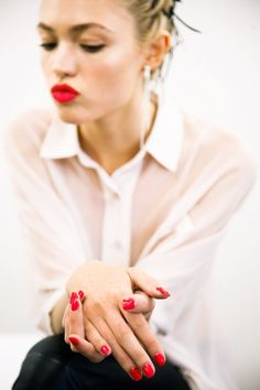 White Shirt And Red Lips. #fashion #style #makeup