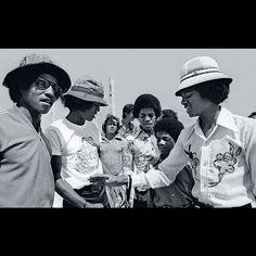 Rare picture of the Jacksons (Jackie Jackson, Jermaine Jackson, Marlon Jackson, Randy Jackson, and Michael Jackson. )