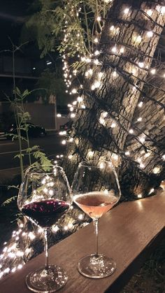 Girls night out with fancy drinks and pretty lights Foto Snap, Forever Living Business, In Vino Veritas, Foto Art, Forever Living Products, Christmas Aesthetic, Birthday Quotes, Wines, Alcoholic Drinks