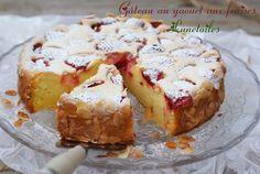Gâteau au yaourt aux fraises Bonjour tout le monde, Un délicieux gâteau au yaourt aux fraises ré...
