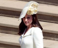 http://www.mindmegette.hu/Először jelent meg a nyilvánosság előtt harmadik gyermeke születése óta Katalin hercegné. Vilmos herceg felesége április 23-án adott életet Lajos hercegnek, és alig egy hónappal a szülés után csodásan festett Harry herceg és Meghan Markle május 19-i esküvőjén.