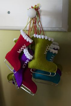Stuffed felt ice skate Christmas tree ornaments; yes, the skates are made from paper clips! Via Flickr.