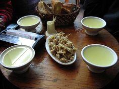 La Traida: Tazas de ribeiro y chicharrones Spanish Wine, Spanish Food, Wine Tasting Near Me, Wine Coolers Drinks, Chicharrones, Wine Baskets, Wine Stoppers, Dried Fruit, Marzipan