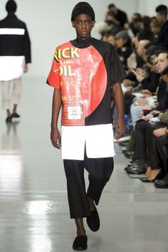 See all the Collection photos from Agi & Sam Autumn/Winter 2014 Menswear now on British Vogue Fashion Week, Fashion Show, Mens Fashion, Fashion Design, Minimalist Chic, Fall Winter 2014, Fall 14, Men Design, Vogue Paris