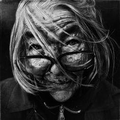 Lee Jeffries : the best portraitist.