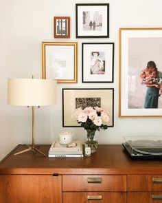 Ch-ch-ch-changes! Mixing up some things in this little area lately and we're kind of digging the softer hues. This is why we never feel bad collecting artwork or the many stacks of books that seem to pile up in our house...love giving things a little refresh with the seasons...✨ #newdarlingsHOME #sodomino #mydomaine #jomalone