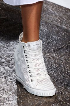 See every last detail from shoes and jewels, to bags and belts, from the DKNY Spring 2013 Ready-to-Wear show. Sneakers Fashion, Fashion Shoes, Shoes Sneakers, Shoes Heels, Nike Wedge Sneakers, Girl Fashion, Cute Shoes, Me Too Shoes, Wedge Tennis Shoes
