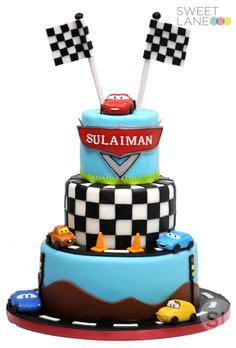I like the top layer of this one for Ian's smash cake