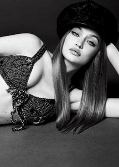 Gigi Hadid for Vogue Japan Style Gigi Hadid, Bella Gigi Hadid, Glamour Photography, Photography Poses, Fashion Photography, Editorial Photography, Lifestyle Photography, Vogue Japan, Foto Glamour