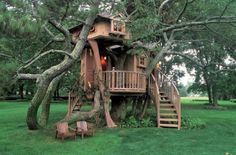 love how this tree house looks so integrated into its space