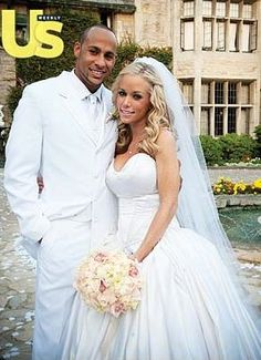Kendra Wilkinson and Hank Baskett wed at the Playboy mansion Celebrity Wedding Photos, Celebrity Wedding Dresses, Wedding Dresses For Girls, Celebrity Gallery, Celebrity Couples, Celebrity Weddings, Hollywood Couples, Hollywood Wedding, Star Wedding