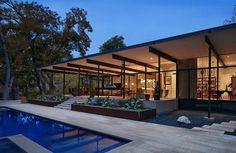 A Glass Home Within A Rhythmic Modular Frame - http://www.interiorredesignseminar.com/decorating/a-glass-home-within-a-rhythmic-modular-frame/