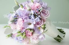 Perfect lilac blooms event into this pretty bridal bouquet. Captured by bobtale photography