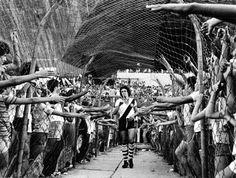 Torcida do Vasco ansiosa por poder tocar no astro Roberto Dinamite.