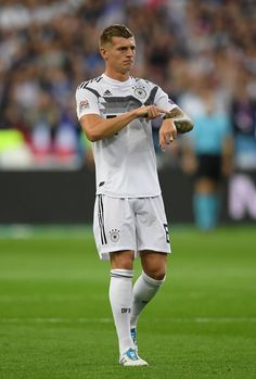 PARIS, FRANCE - OCTOBER Toni Kroos of Germany gestures during the UEFA Nations League A group one match between France and Germany at Stade de France on October 2018 in Paris, France. (Photo by Matthias Hangst/Bongarts/Getty Images) Toni Kroos, Everton, Nike Football, Football Players, All Star, Manchester United Team, Thomas Muller, Fc Barcelona, Real Madrid