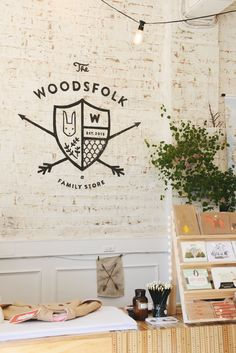 Melbourne: Woodsfolk Family Store Kinfolk - different scripts - simple - crest Coffee Shop Branding, Coffee Shop Logo, Identity Design, Logo Design, Cafe Logo, Stationary Design, Kinfolk, Hospitality Design, Store Design