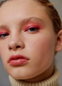 Pink eyes and lips Pink Makeup, Colorful Makeup, Simple Makeup, Hair Makeup, Makeup Inspo, Makeup Inspiration, Makeup Tips, All Things Beauty, Beauty Make Up