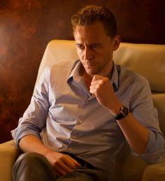 Tom Hiddleston in The Night Manager. Full size image: http://ww4.sinaimg.cn/large/6e14d388gw1f16gu2ewthj20n20fcdhs.jpg Source: Torrilla, Weibo