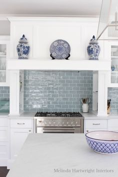 Melinda Hartwright Interiors, Hamptons homes, interior decorating, blue and white - Kitchen Decor Magazine Cuisines Design, Küchen Design, Design Ideas, Beautiful Kitchens, Country Kitchen, Blue Backsplash, Home Kitchens, Dream Kitchens, Making Ideas