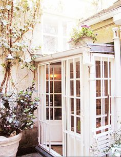 Sunroom... conservatory... heaven!  So simple and charming!