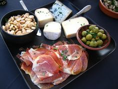 Tapas - Serrano Ham, Marcona Almonds, Marinated Sevilla Olives, and Assorted Spanish Cheeses (Manchego) Spanish Dinner, Spanish Party, Spanish Paella, Spanish Cuisine, Spanish Recipes, Spanish Food, Paella Party, Tapas Party, Yummy Appetizers