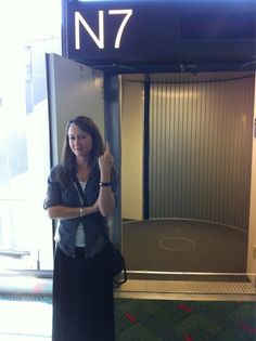 Ali Hillis (voice of Liara) lands at PAX. Nice one. =)
