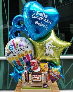 Balloon Box, Balloon Gift, Balloon Crafts, Chocolate Bouquet, Candy Bouquet, Ideas Para Fiestas, Gift Baskets, Diy And Crafts, Baby Shower