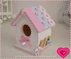 Artes & Ideias da Ana Bird Houses Painted, Bird Houses Diy, Birdhouse Craft, Miniature Houses, Garden Ornaments, Little Houses, Easter Crafts, Garden Projects, Seasonal Decor
