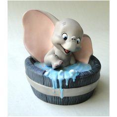 dumbo takes a bath! Disney Themed Cakes, Disney Cakes, Disney Princess Figurines, Dumbo Cake, Baby Dumbo, Christmas Cake Designs, First Communion Cakes, Harry Potter Cake, Animal Cakes
