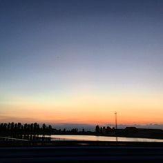 #Ciaone  #buonaserata #goodnight #sunset #tramonto #sunsetporn #sunsetlovers #sky #skyporn #skylovers #dayoff #landscape #saturdaynight #risaie #horizon #orizzonte by valentucchia