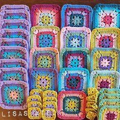 New blanket in progress, Christmas decs up, chicken dinner  on.  A productive homely Sunday. Lovely Hope you're all having a lovely day too  • • • • #sundaycrochet #crochetgirlgang #crochetlove #crochetaddict #crochetblanket  #crochetersofinstagram #crochetgeek #crochetporn #crochet #crochetlover #stylecraftspecialdk #stylecraft #clevercrafters #sfmgsswoon #lisasattik #mycrushonblankies #grannysquaresrock #grannysquares #attic24 #harmonyblanket